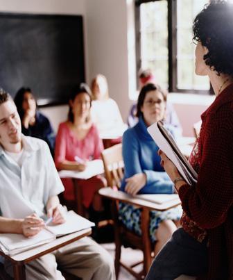 Ouça representantes de alunos, pais, funcionários e professores