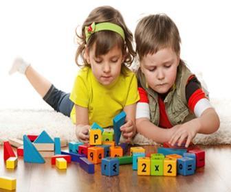 A criança responde aos estímulos de várias formas