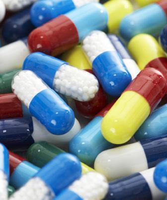 A azitromicina é o primeiro antibiótico da subclasse dos macrolídeos