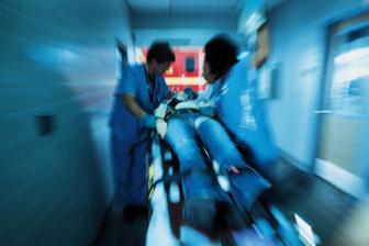 A corrente de alta tensão geralmente provoca lesões mais graves