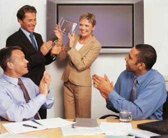 o líder organizando e gerenciando equipes para obtenção dos resultados desejados