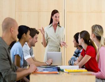 A coordenação pedagógica orienta o desenvolvimento