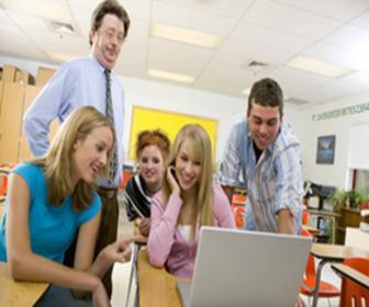 Sabemos que o ensino de língua estrangeira na rede regular é limitado