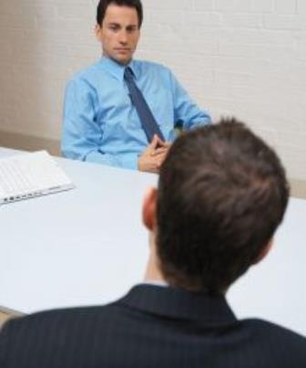 Comportamento do entrevistador durante a entrevista de emprego