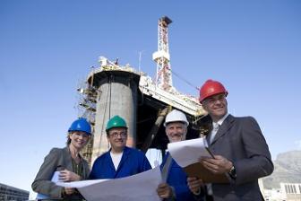 plataformistas: qualificação e serviços - a indústria do petróleo e gás