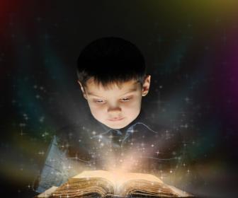 Possibiliar para a criança o primeiro contato com o livro é importante