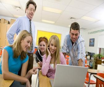 Ministro defende novo piso para atrair jovens para a carreira de professor