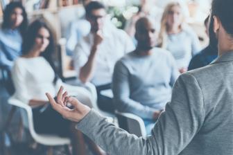 Educação corporativa treina e qualifica a equipe de funcionários