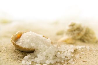 Os conservantes usualmente potencializados são o metil parabeno