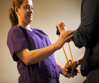 Efeitos da cinesioterapia na redução de queixas osteomusculares em trabalhadores