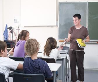 Com a licenciatura, a pessoa pode ser professor em escolas
