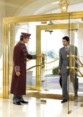 O profissional de hotelaria não se prende somente e exclusivamente aos hotéis