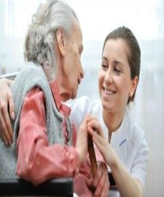 Saiba quem pode cuidar de idosos
