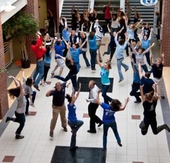 Você sabe o que é um flash mob? Aprenda já!