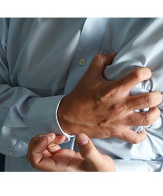 Esta dor pode irradiar para os braços (principalmente o esquerdo), ou pescoço