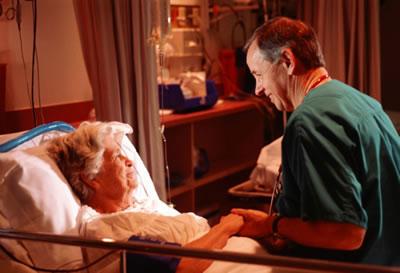 Cuidador de Idosos e os Procedimentos Técnicos em Feridas e Curativos